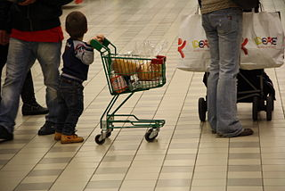 Mom shopping with A child photocredit wikimedia commons