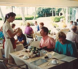 waitress-taking-order-credit-wiki-cc-posted-mhpronews-com-cuttingedgeblog.png