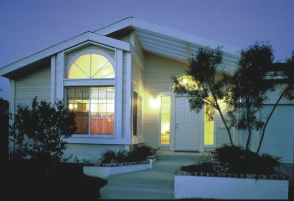 manufactured-home-garage-credit-aia-insurance-posted-manufactured-home-living-news-(2)