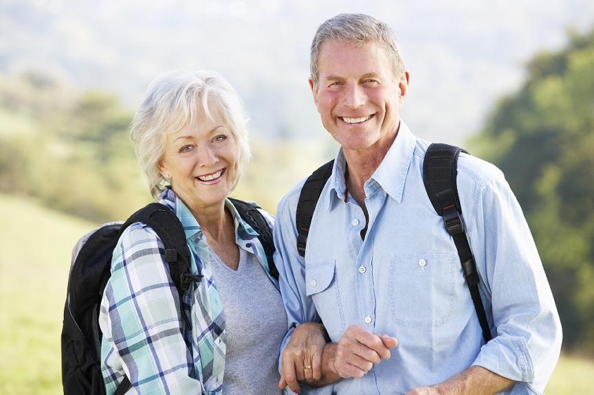 SeniorCoupleHiking-credit-MedicALCenterArlington-postedCuttingEdgeBlog-MHProNews-com-