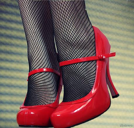 woman's-red_shoes-wikicommons-posted-cutting-edge-marketing-sales-blog-mhpronews-com