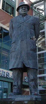Vince-Lombardi-Statue-at-Lambeau-Field-photo_courtesy_of_acopperpenny