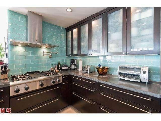 4kitchen2-29500-heathercliff-rd-189-malibu-ca-90265-point-dume-club-betsy-russell-manufactured-home-living-news-