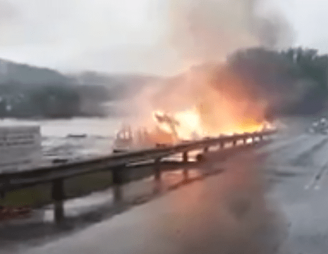 West_VA__cnn__floodwaters_pushing_burning_home_down__a_river postedDaialyBusinessNewsMHProNews